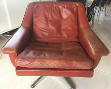 1960s Vintage Danish Leather Swivel Chair designed by Werner Langenfeld