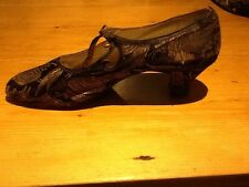 Beautiful 1920s Ladies Evening Shoes In Gilt And Black Fabric 'Daniel Neal'