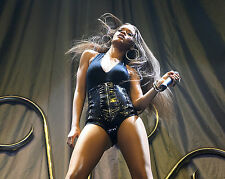 RIHANNA 8X10 PHOTO PICTURE PIC HOT SEXY CANDID 112