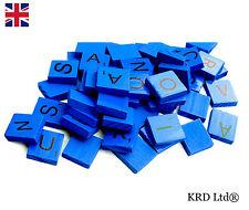 100 BUNT Holzern Scrabble Fliesen Gemischt Buchstaben Lackiert Alphabet BLAU