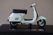 VESPA  PK 125 AUTOMATICA  1984  1/18th MAISTO  DIECAST  MODEL  MOTORSCOOTER