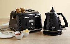 DeLonghi Brillante 4 Slice Toaster Kettle Black Electric Kettle and Toaster Set