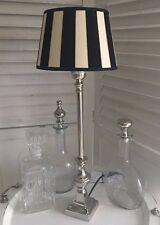 Tischlampe ca.55cm Höhe Silber Fuß gestreift Schirm schwarz / wollweiß Lampe