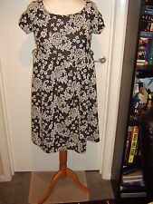 NEW LOOK MATERNITY BLACK/WHITE FLORAL SKATER DRESS - Size 12 *BNWT* *RRP £22.99*