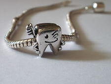 Bead Element Zahn mit Zahnbürste Farbe Antiksilber Silber für Armband 0378