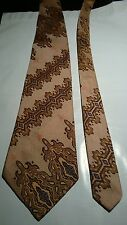 Hunter Men's Vintage Tie in Retro Beige with Green and Brown Abstract Pattern
