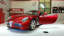 Alfa 8C Competizione Coupe 1:24 Scale Welly 2006 Diecast Detailed Engine Model