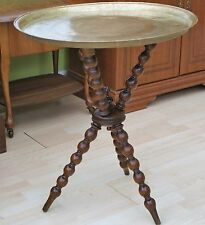 A VINTAGE RETRO GENUINE INDIAN BRASS TRAY WITH VINTAGE TURNED LEG TRIPOD TABLE
