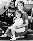 DEBBIE REYNOLDS & DAUGHTER CARRIE FISHER IN 1959 - 8X10 PUBLICITY PHOTO (AZ448)