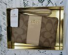 BNWT  COACH GIFT BOXED WRISTLET WALLET SIGNATURE FABRIC KHAKI PLATINUM F54460