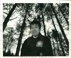 1989 Press Photo Naturalist Young Choi at Green Lakes State Park Red Pine Forest