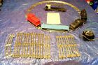 (403) VINTAGE LIONEL O SCALE 1960s TRAIN SET. LOCOMOTIVE RUNS. MISSING PARTS.SEE