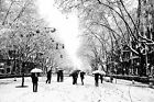 BLACK WHITE SNOWFALL SCENE PEOPLE UMBRELLAS CANVAS PICTURES WALL ART WORK PRINT