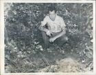 1944 Pittsburgh PA Man Shows Grave Intended For 9 Year Old Girl Press Photo